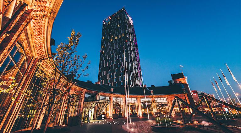 Tampere 28.9.2017 - Iltapukujen outletmyynti hotelli Tornissa